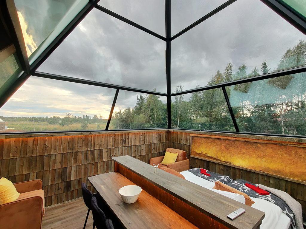 Gay/LGBTQ friendly glass-roofed Aurora Pyramids in Levi Finland , sateenkaariystävällinen Suomi yhteisön jäsen